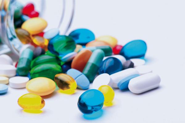 توقيع عقد بين شركة ادوية تركية وشركة ابن سينا الطبية